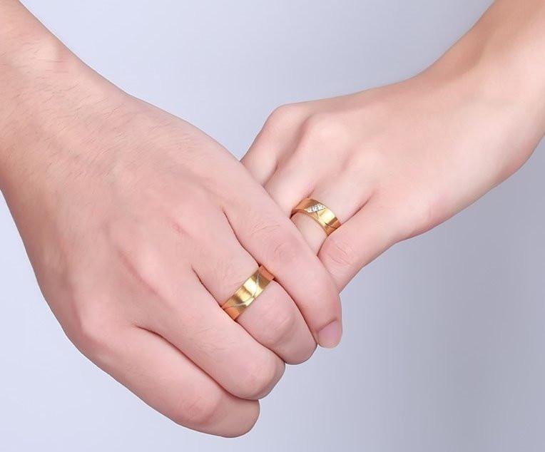 Aliança de aço banhada a ouro arredondada 6mm