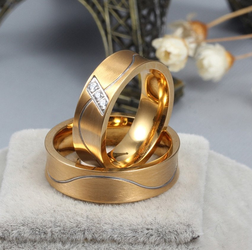 Aliança de aço banhada a ouro fosca 6mm