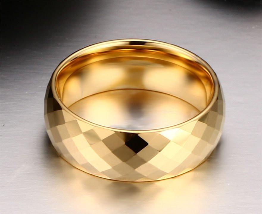 Aliança tungstenio banhada a ouro grossa